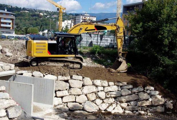 Construire un mur avec des blocs paysagers