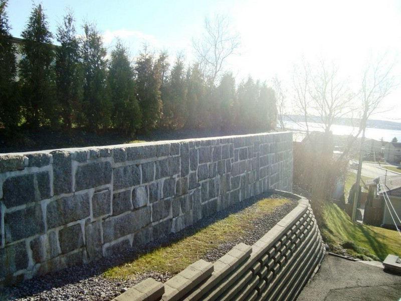 Construction d'un mur avec blocs de béton