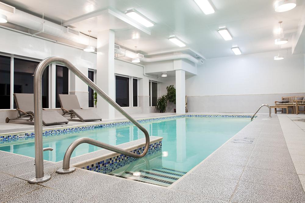 installation piscine intérieure