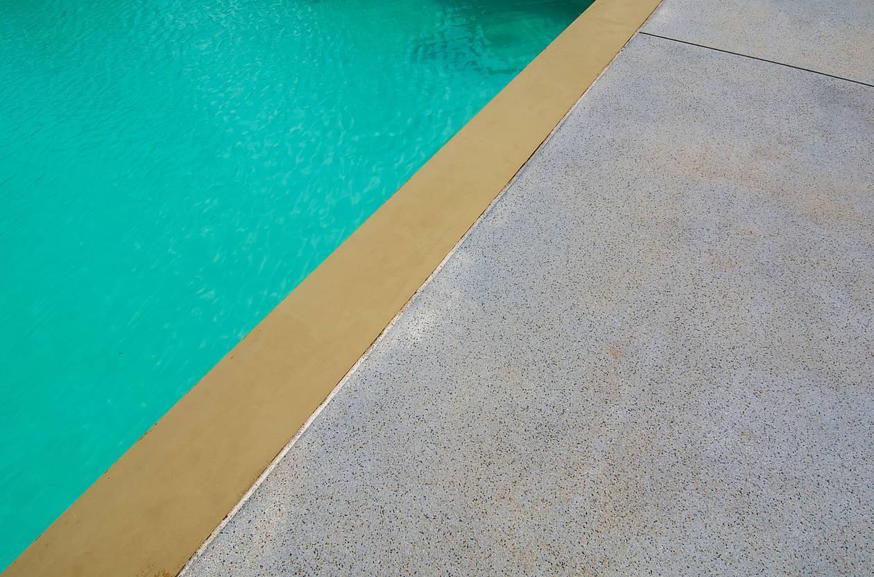 béton décoratif plage de piscine